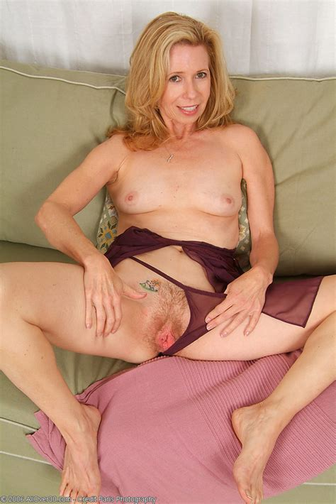 Lovely mature redhead in stockings fuck on the jpg 683x1024